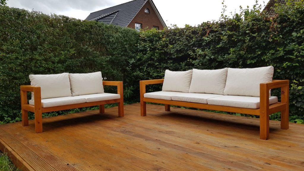 Zwei selbst gebaute Gartenbänke  aus Holz