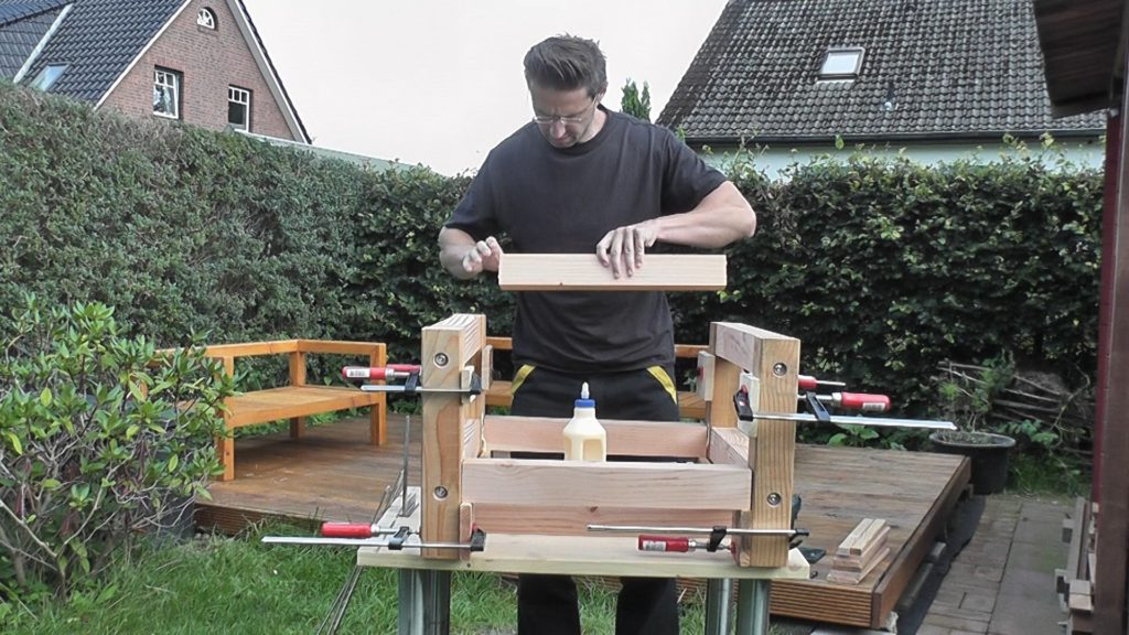 Modernen Gartentisch selber bauen