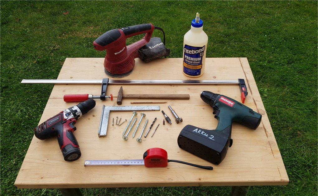 Werkzeuge, welche man benötigt, um einen Gartentisch zu bauen