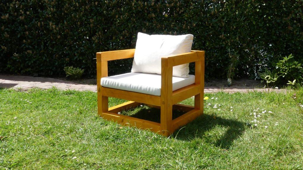 DIY selbst gebauter Gartenstuhl