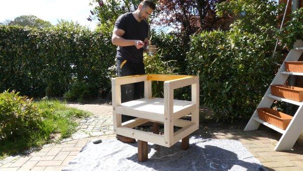 Gartenmöbel und Gartenstühle benötigen einen guten Holzschutz